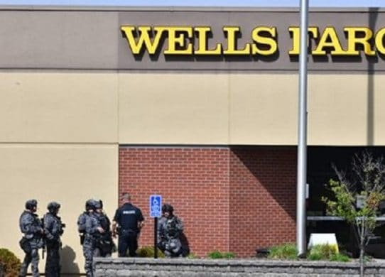'Peaceful resolution' Hourslong hostage situation at Wells Fargo bank in Minnesota ends with arrest, authorities say !
